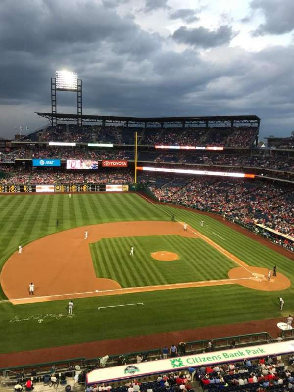Citizens Bank Park, secção: 327, fila: 1, lugar: 1