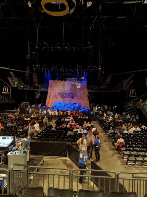 Matthew Knight Arena, secção: 107, fila: A, lugar: 8and9