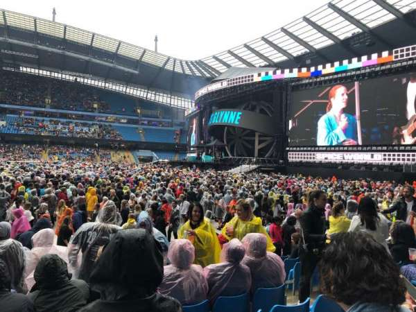 Etihad Stadium (Manchester), secção: 104, fila: L, lugar: 70