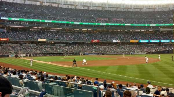 Yankee Stadium, secção: 111, fila: 14, lugar: 13