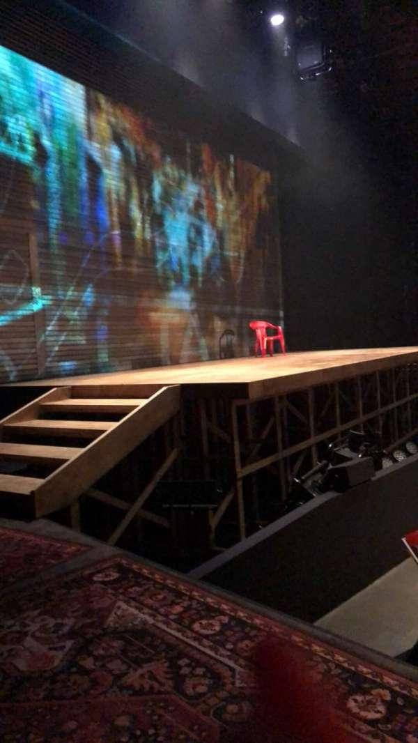 Loeb Drama Center, secção: House Left, fila: L1, lugar: 5