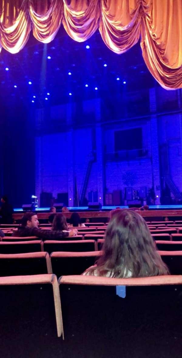 Radio City Music Hall, secção: Orchestra 3, fila: KK, lugar: 303