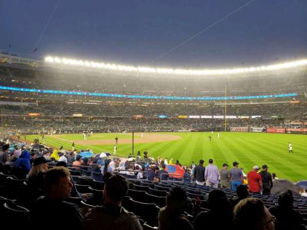 Yankee Stadium, secção: 109, fila: 20, lugar: 13