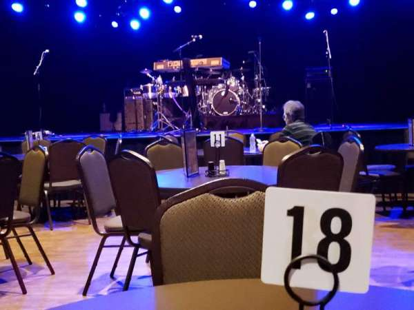 Tupelo Music Hall, secção: Floor, lugar: Table 18