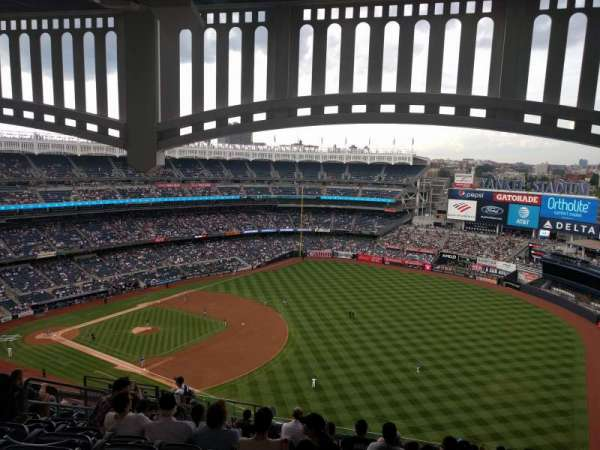 Yankee Stadium, secção: 411, fila: 14, lugar: 14