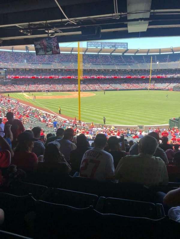 Angel Stadium, secção: T232, fila: J, lugar: 7