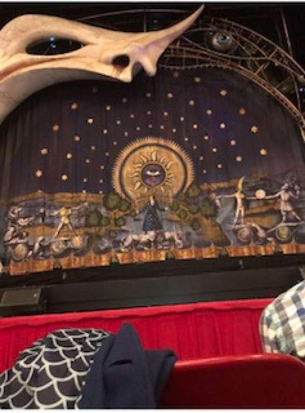 Cadillac Palace Theater, secção: Orchestra C, fila: B, lugar: 110