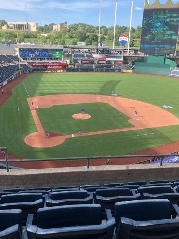 Kauffman Stadium, secção: 425, fila: F, lugar: 3
