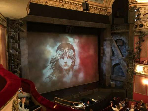 Queen's Theatre, secção: Dress Circle, fila: D, lugar: 28