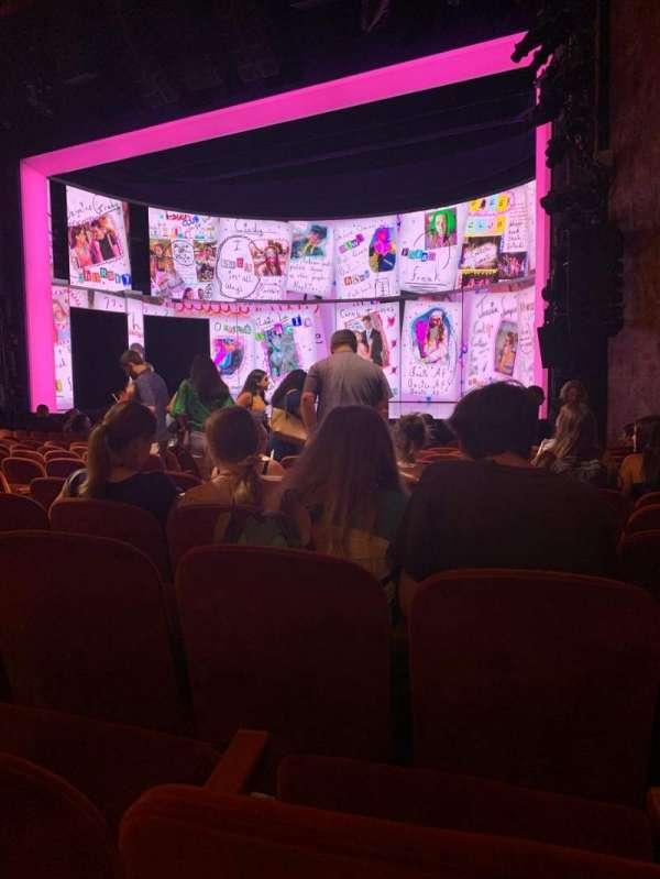 August Wilson Theatre, secção: Orchestra R, fila: M, lugar: 14