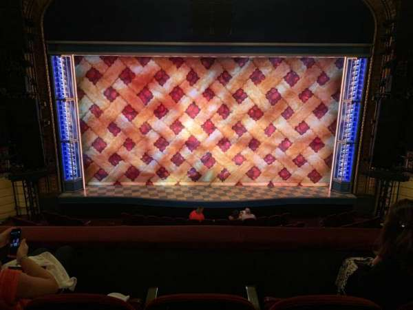 Brooks Atkinson Theatre, secção: Front mezzanine, fila: C, lugar: 107