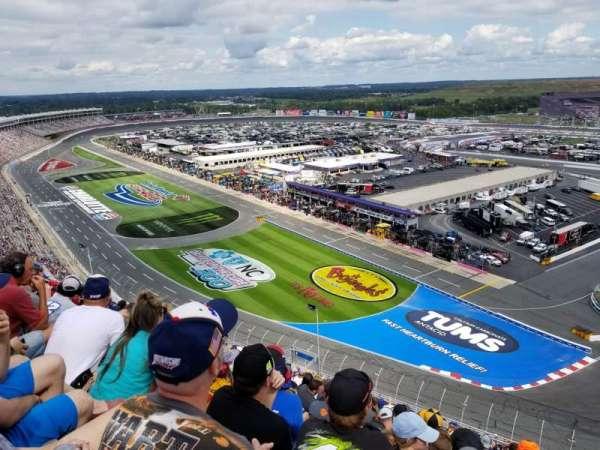 Charlotte Motor Speedway, secção: E, fila: 68, lugar: 10