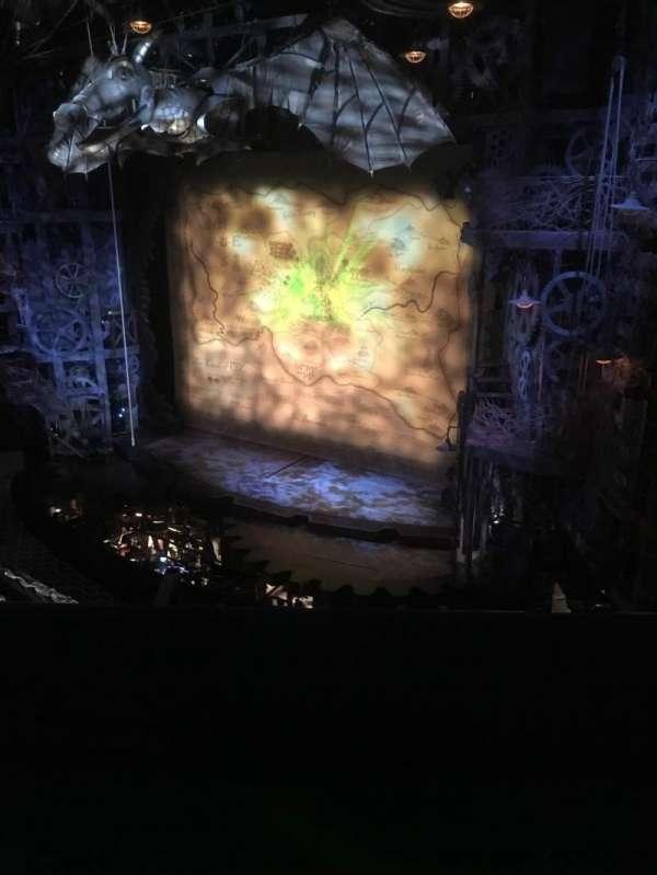 Apollo Victoria Theatre, secção: Circle, fila: B, lugar: 5