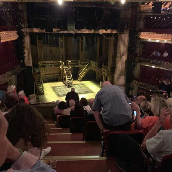 CIBC Theatre, secção: Mezzanine L, fila: J, lugar: 1
