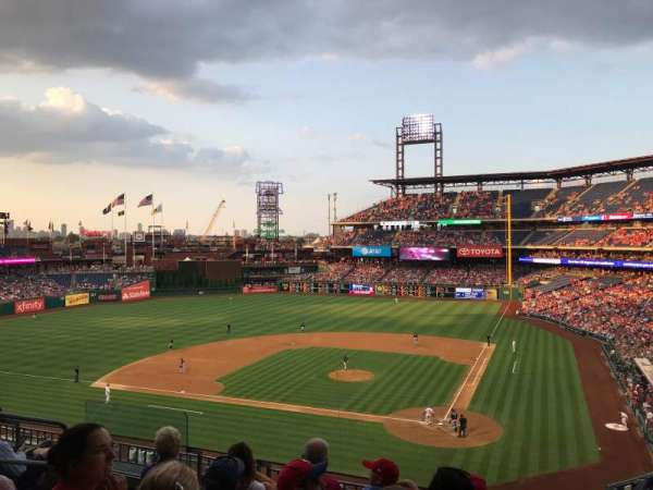 Citizens Bank Park, secção: 225, fila: 5, lugar: 13