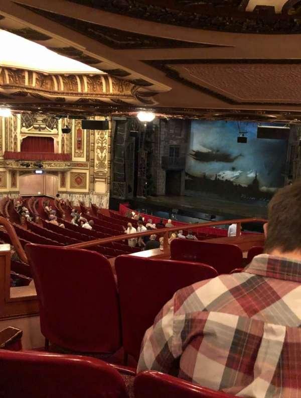 Cadillac Palace Theater, secção: Dress Circle FR, fila: M, lugar: 22