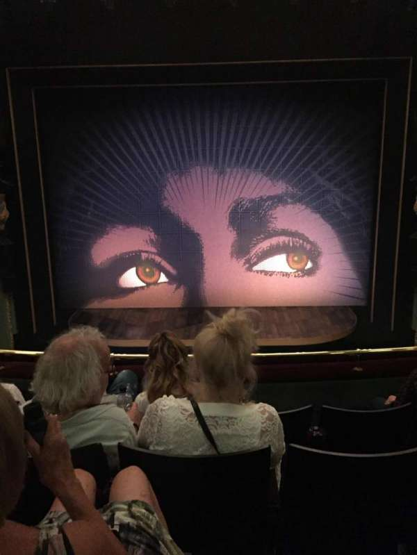 Aldwych Theatre, secção: Dress Circle, fila: D, lugar: 13