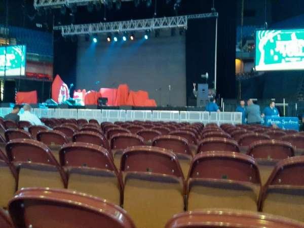 Mohegan Sun Arena, secção: Floor 1, fila: L, lugar: 4