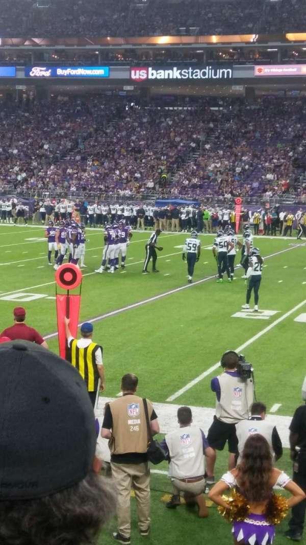 U.S. Bank Stadium, secção: 129, fila: 3