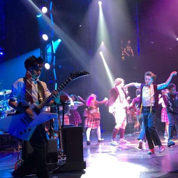Gillian Lynne Theatre, secção: Stalls, fila: L, lugar: 63