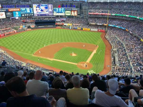 Yankee Stadium, secção: 421, fila: 13, lugar: 19