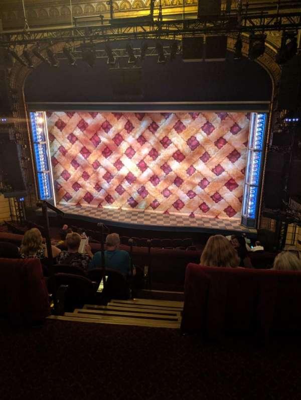 Brooks Atkinson Theatre, secção: Rear Mezzanine RC, fila: E, lugar: 106