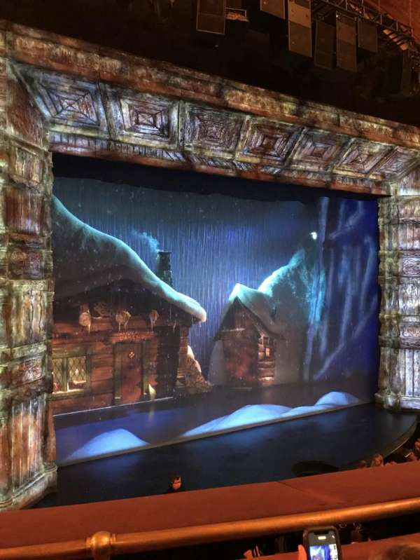 St. James Theatre, secção: Mezzanine L, fila: B, lugar: 11