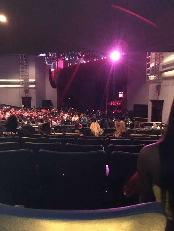 Rosemont Theatre, secção: 106, fila: GG, lugar: 3