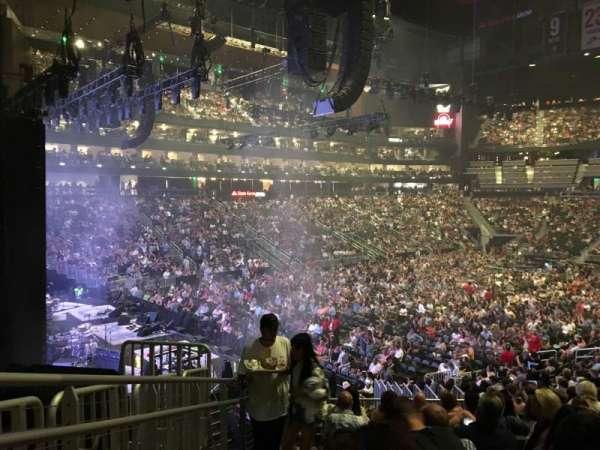 State Farm Arena, secção: 122, fila: W, lugar: 22