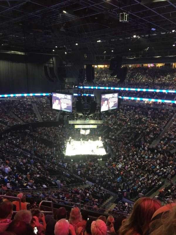 T-Mobile Arena, secção: 209, fila: H, lugar: 7