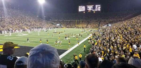 Kinnick Stadium, secção: 133, fila: 18, lugar: 15