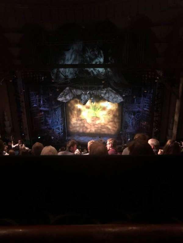 Apollo Victoria Theatre, secção: Dress Circle, fila: P, lugar: 15