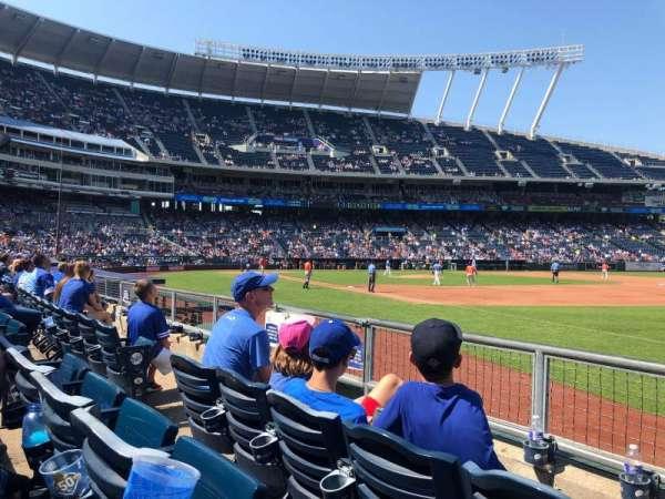 Kauffman Stadium, secção: 141, fila: D, lugar: 5