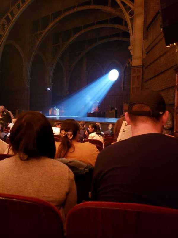 Lyric Theatre, secção: Orchestra R, fila: J, lugar: 32