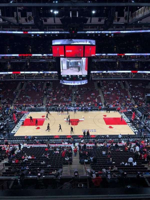 United Center, secção: 317, fila: 5, lugar: 3