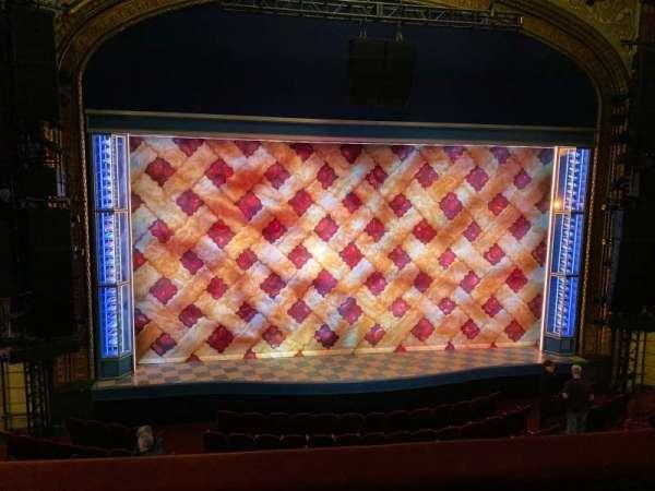 Brooks Atkinson Theatre, secção: Front Mezzanine C, fila: B, lugar: 102