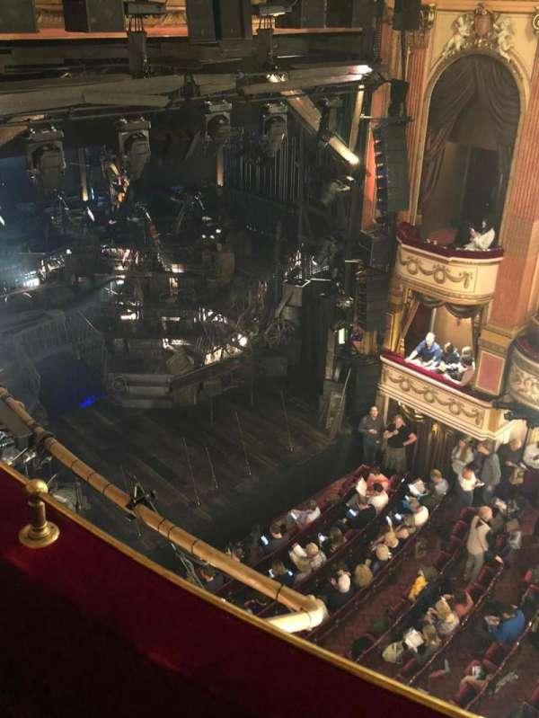 Gielgud Theatre, secção: Grand circle, fila: AA, lugar: 9