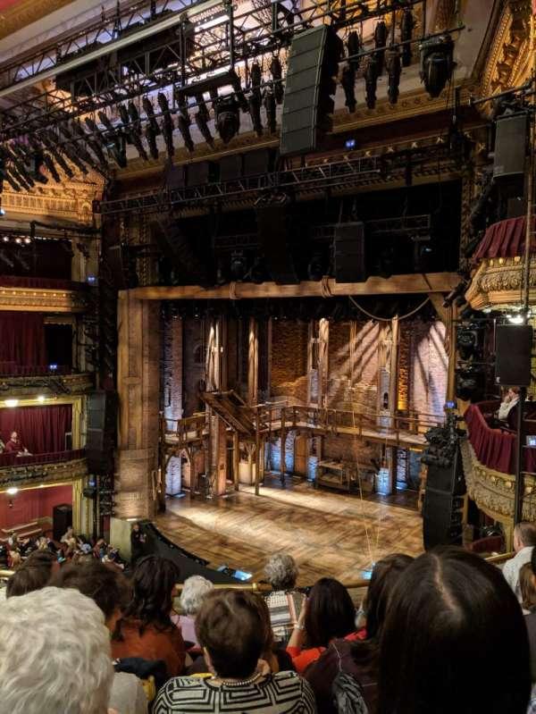 CIBC Theatre, secção: Mezzanine R, fila: E, lugar: 16