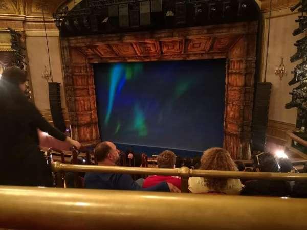 St. James Theatre, secção: Mezzanine R, fila: J, lugar: 8