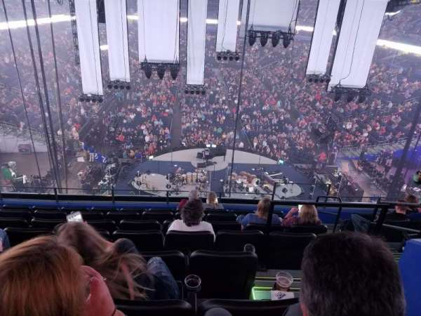 Amalie Arena, secção: Club 5, fila: H, lugar: 2