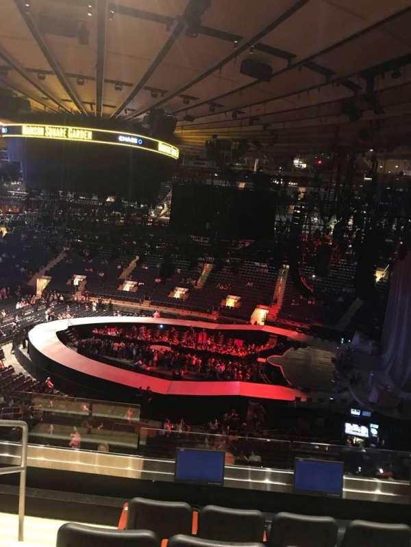 Madison Square Garden, secção: 213, fila: 5, lugar: 3