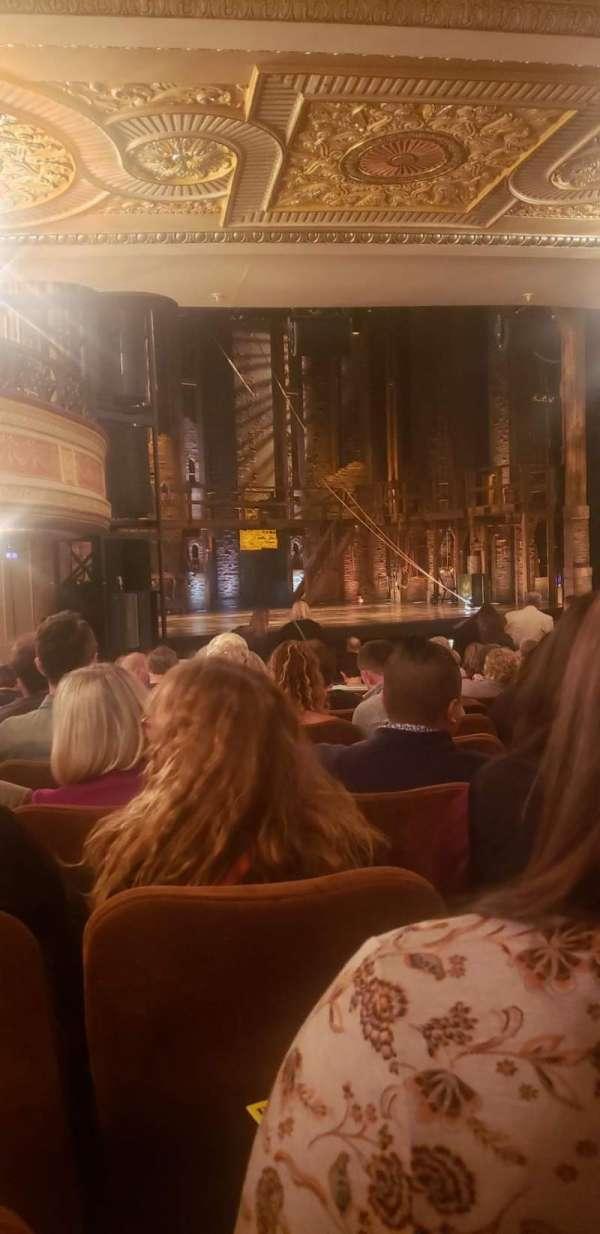 Forrest Theatre, secção: Orchestra B, fila: V, lugar: 27