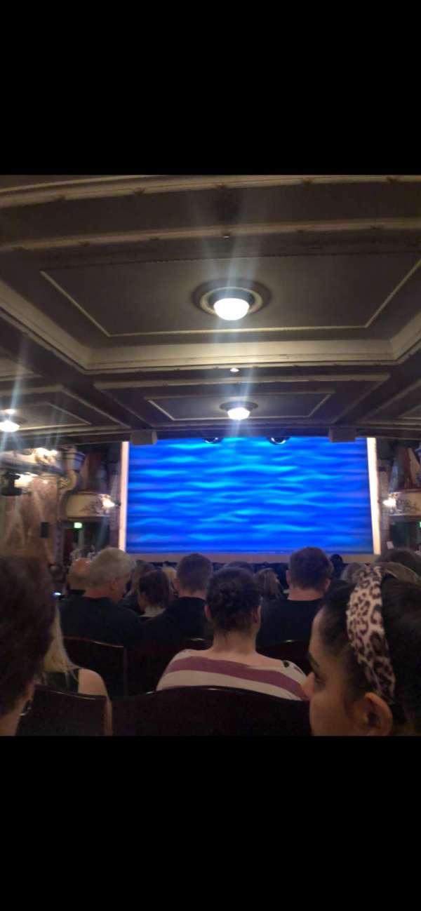 Novello Theatre, secção: Stalls, fila: V, lugar: 13