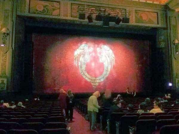 Hollywood Pantages Theatre, secção: Orchestra LC, fila: V, lugar: 301