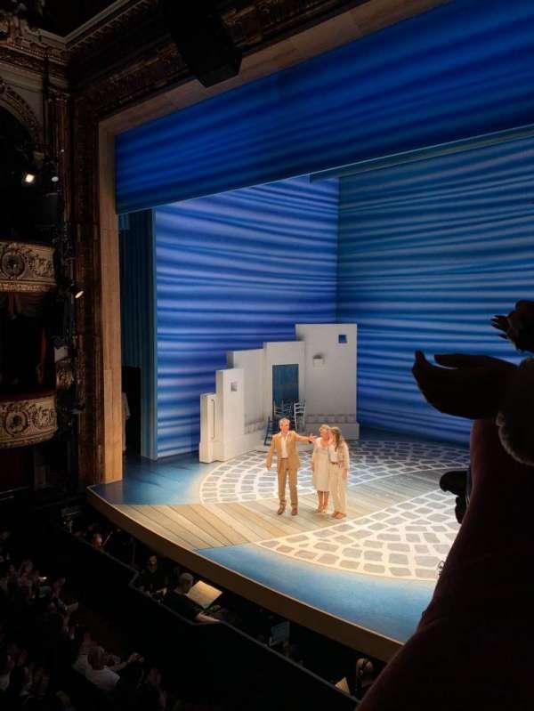 Novello Theatre, secção: Dress Circle, fila: AA, lugar: 6