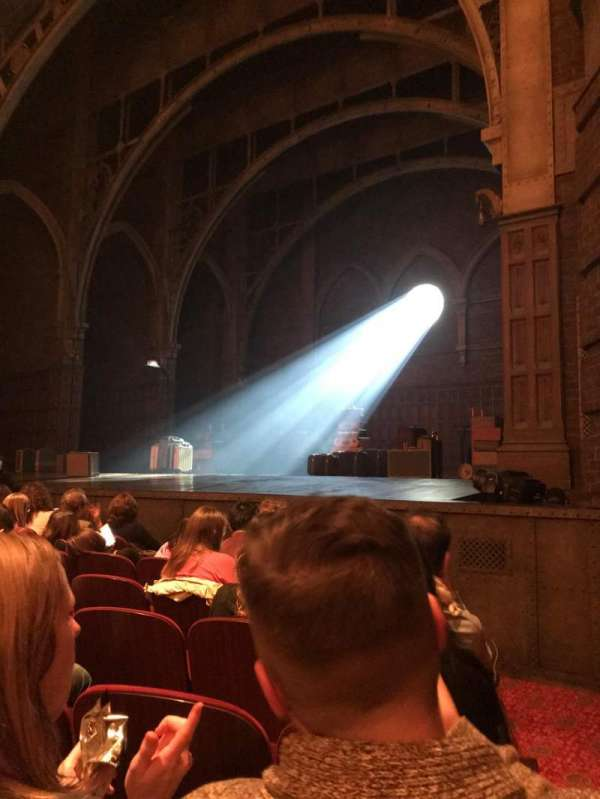 Lyric Theatre, secção: Orchestra R, fila: F, lugar: 28