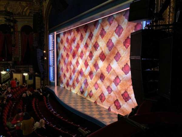 Brooks Atkinson Theatre, secção: Right Box B, lugar: 3