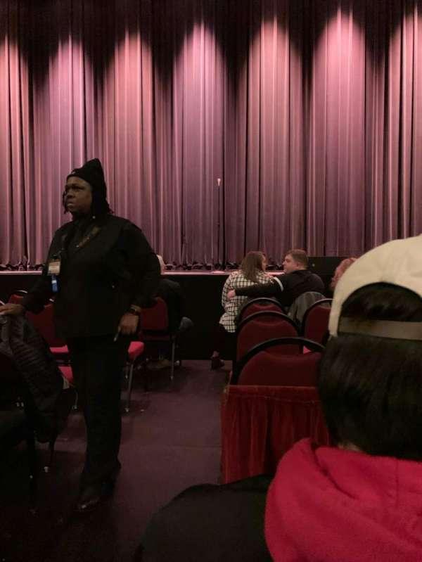 Chicago Theatre, secção: MNFL4R, fila: BB, lugar: 402