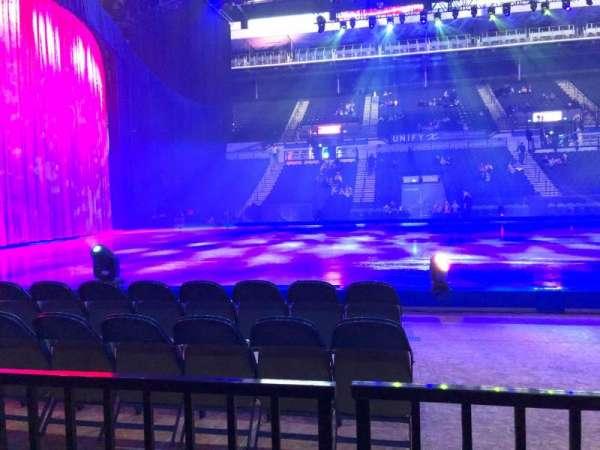Sheffield Arena, secção: 104, fila: B, lugar: 1