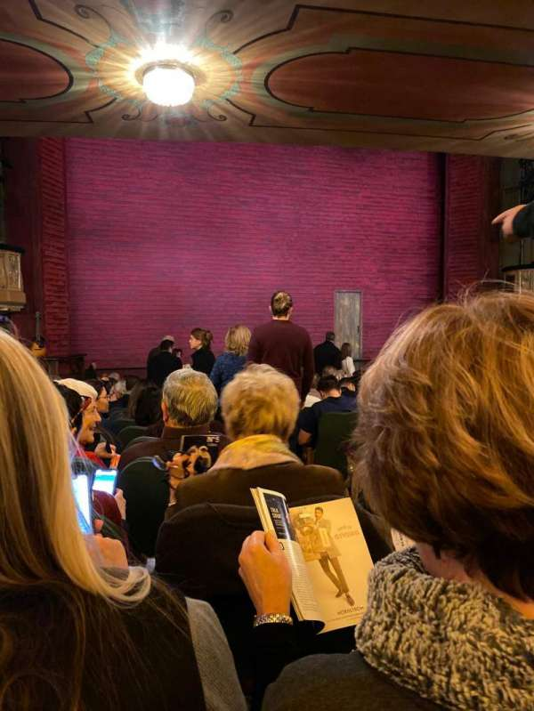Shubert Theatre, secção: Orchestra L, fila: Q, lugar: 1